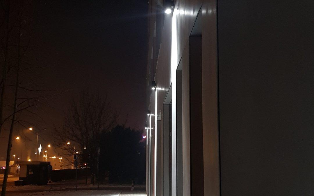 Oświetlenie elewacji kinkietami LIBRA